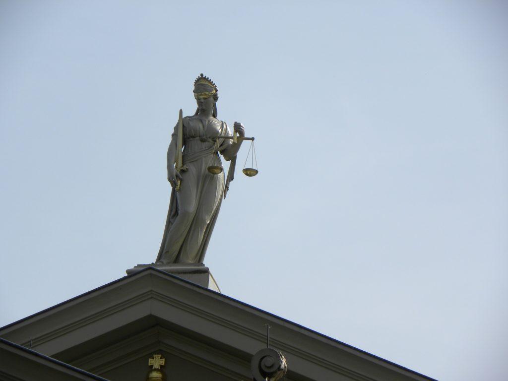 justitia-2673647_1920-1024x768